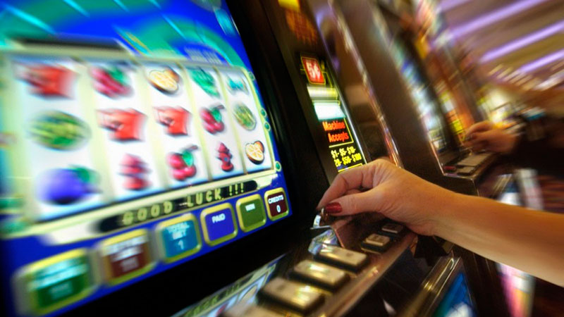 Игровые автоматы где можно заработать рулетка русская с девушками онлайн 18